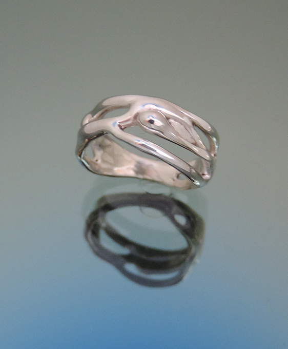 Easterner Sterling Silver Cocktail Ring. Size 4.5